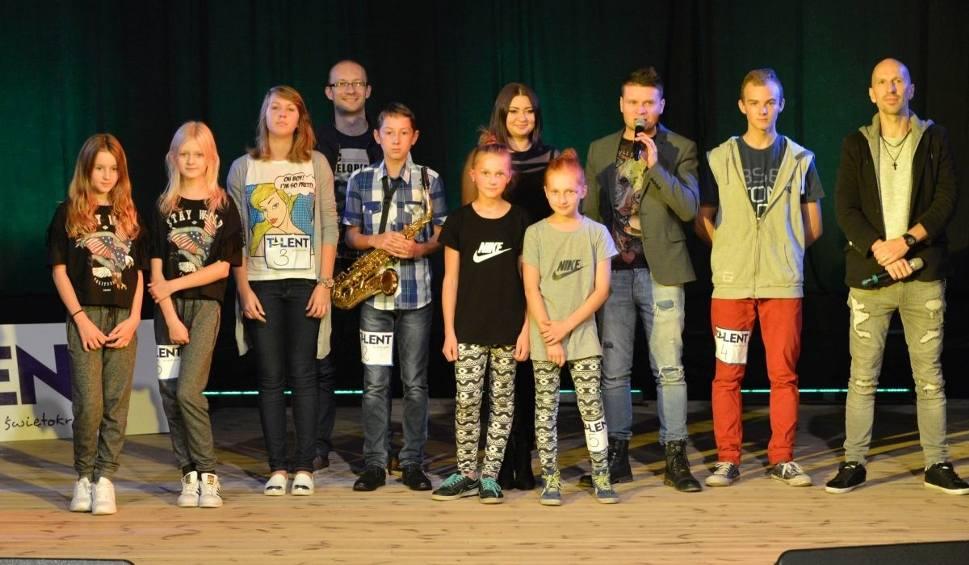 Film do artykułu: Talent Włoszczowski 2016. Saksofon, śpiew, hip-hop i popping na castingu (WIDEO, ZDJĘCIA)
