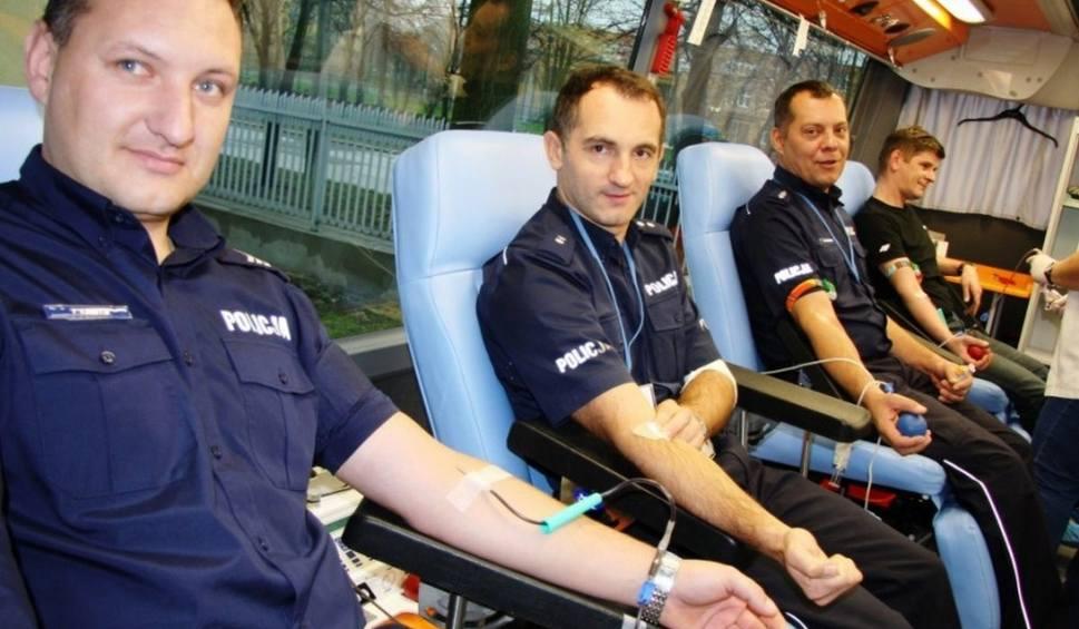 Film do artykułu: Radom. Policjanci organizują kolejną zbiórkę krwi. Odbędzie się ona już w czwartek