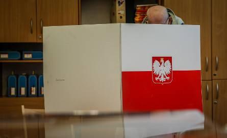 375 kandydatów ubiegało się o mandat radnego sejmiku województwa kujawsko-pomorskiego w wyborach samorządowych.