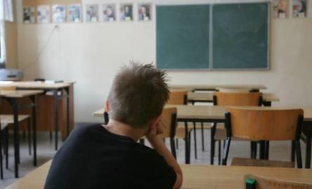 Na kolejnych slajdach prezentujemy szkoły podstawowe w Łodzi, w których w piątek (18 stycznia) brakowało więcej niż 80 proc. kadry.