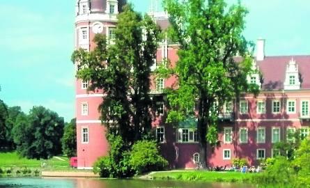 Różowy kolor elewacji to także pomysł księcia Puecklera. Fakt, wygląda jak jeden z elementów świata lalki Barbie.