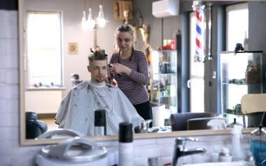 Chrzanów. 20-letnia Patrycja Michalec ze Spytkowic goli brody po mistrzowsku. Zdobyła tytuł wicemistrza Polski barberów