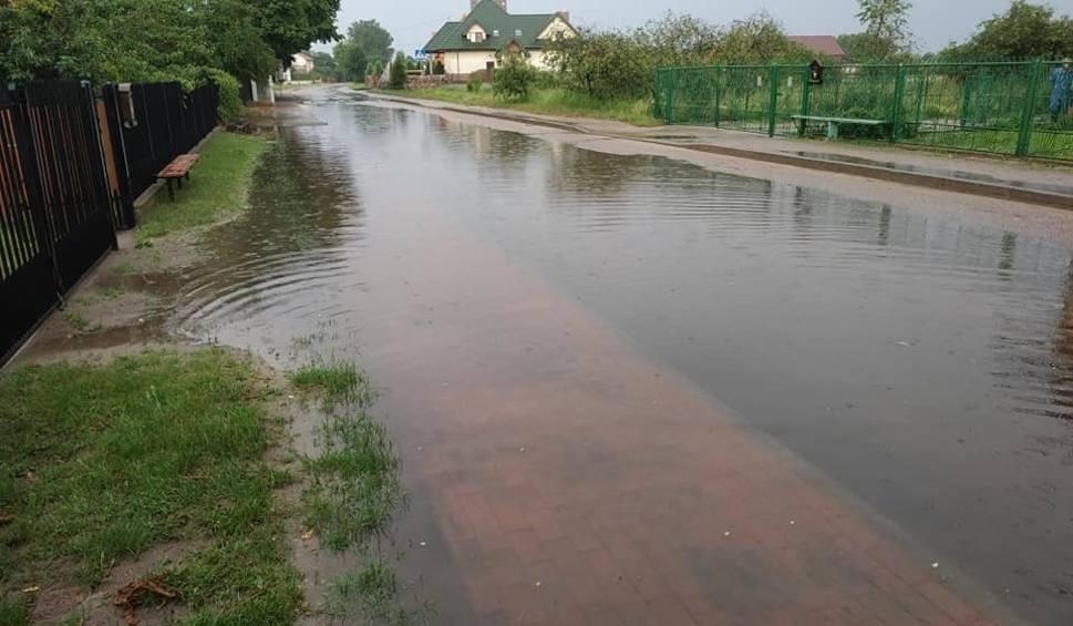 Film do artykułu: Ulewa 22.06.2020. Zalane ulice w powiatach ostrowskim i wyszkowskim. Zdjęcia