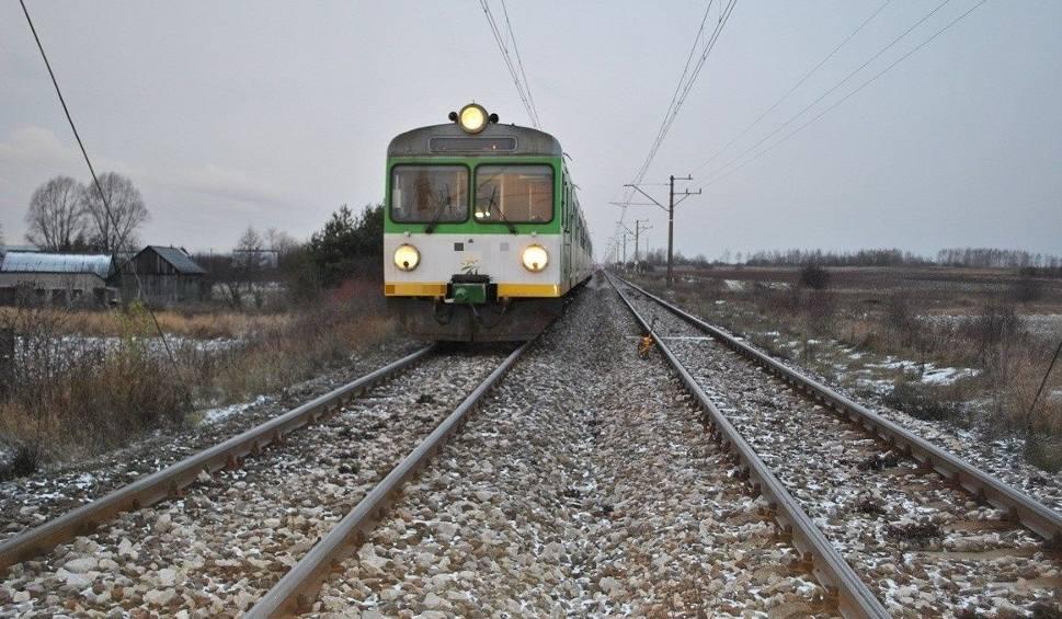Film do artykułu: Jędrzejów. Leżał na torach, czekał na pociąg
