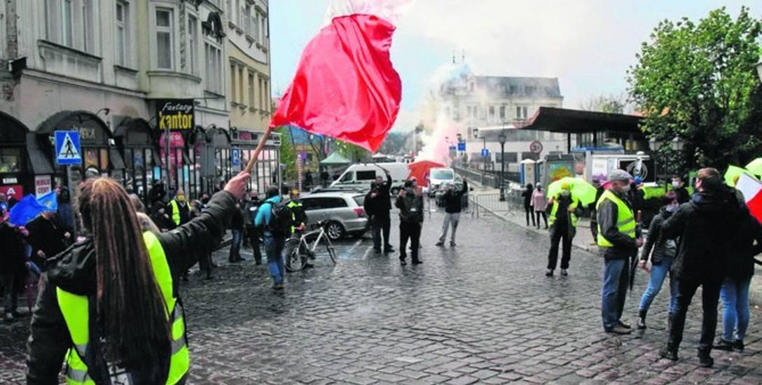 W niedzielę pracownicy transgraniczni protestowali w Cieszynie domagając się m.in. pełnej refundacji testów na Covid-19