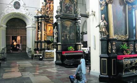Do naszych czasów dotrwało 12 ołtarzy z XVII wieku, w 1880 było  ich jeszcze 20