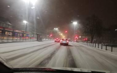 Zima na Pomorzu nie odpuszcza. 8-9.02.2021 r. Śnieg i mróz sparalżowały komunikację. Zamknięte były wjazdy na Obwodnicę Trójmiasta