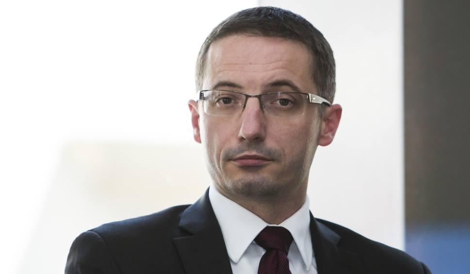 Film do artykułu: Kuczera: Trzaskowski, ostatnia nadzieja samorządów. Ale najpierw musi pójść na urlop? Prezydent Duda też nie dzieli urzędowanie i kampanię