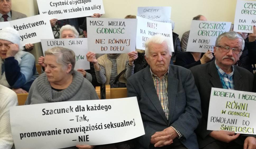 Film do artykułu: Tomasz Pitucha oskarżony o zniesławienie organizatora Marszu Równości w Lublinie. Ruszył proces radnego