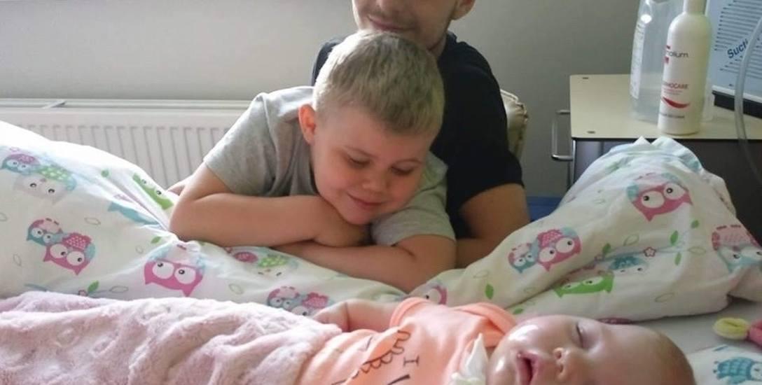 Łucja wspólnie z bratem i tatą w chorzowskim szpitalu.