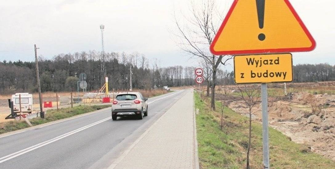 Na drodze wojewódzkiej 781 ustawiono znak informujący o rozpoczęciu budowy. Zwężenie jezdni nastąpi w maju