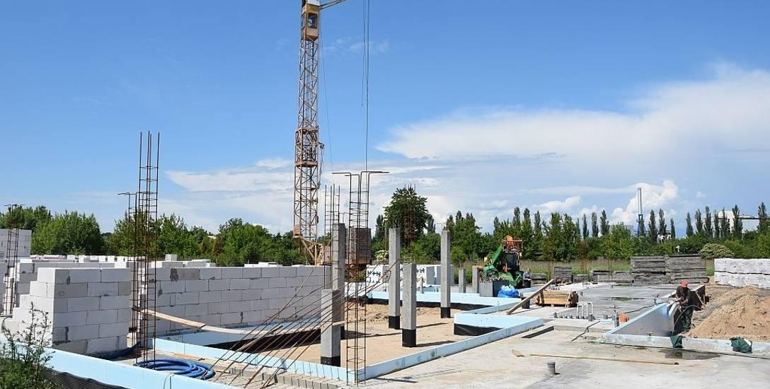 Trwa budowa budynku mieszkalnego na Lotniczej w Grudziądzu. Spółka już szuka lokatorów