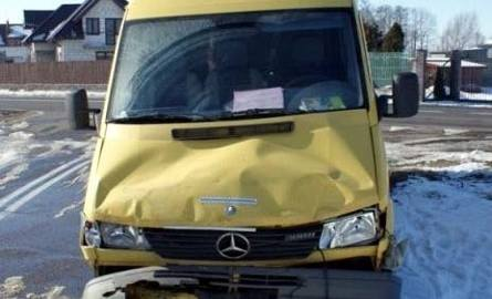 Mercedes uderzył w tył nissana
