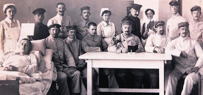 W czasie I wojny światowej Opole było miastem garnizonowym. Sporo było także szpitali wojskowych, jak ten na ulicy Malapanerstrasse (obecnie Ozimska