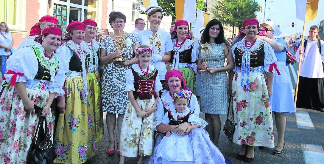 W niedzielnej pielgrzymce do Matki Boskiej Piekarskiej uczestniczyły kobiety i dziewczęta z całego regionu