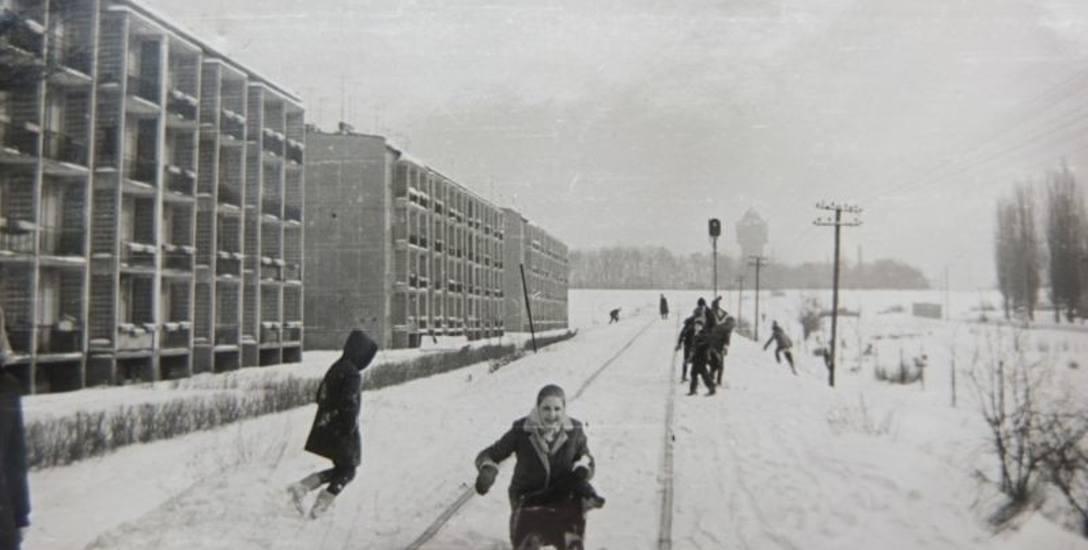 Na sankach zjeżdżano m.in. z nasypu kolejowego przy ulicy Batalionów Chłopskich.