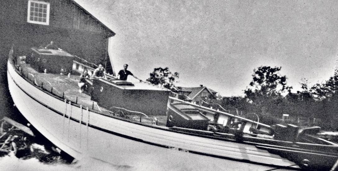 Wodowanie kadłuba Generała Zaruskiego w 1939 roku w szwedzkiej stoczni B. Lunds Skeeps & Yachtvarv w Ekenes