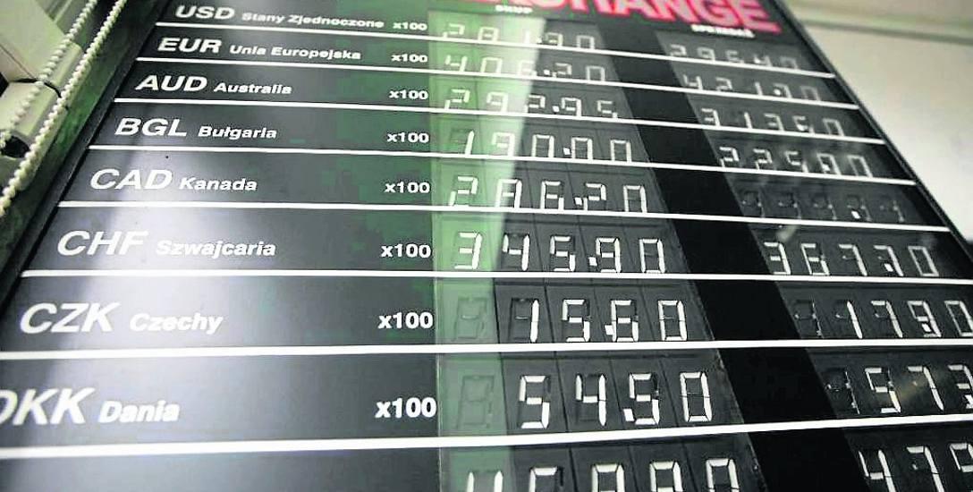 Coraz więcej osób decyduje się na wymianę walut w internecie. Niektórzy klienci okazali się na tym stratni