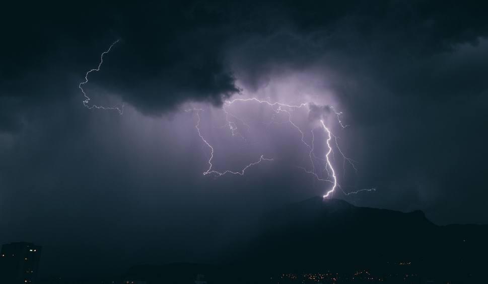 Film do artykułu: Uwaga mieszkańcy! Jest ostrzeżenie IMGW dla województwa lubuskiego. Będzie grzmieć i padać. Burzom będzie towarzyszył silny wiatr