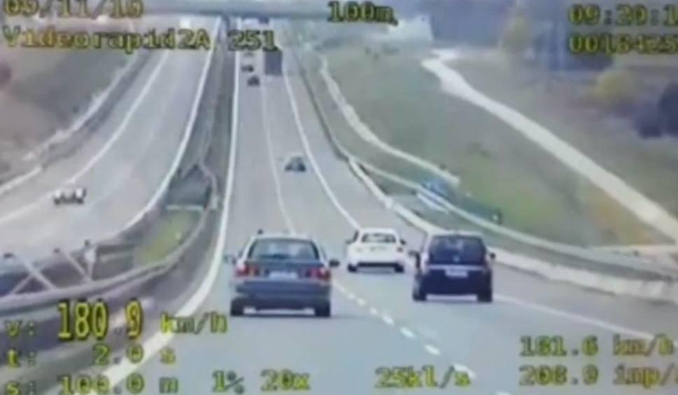 Film do artykułu: BMW i skoda pędziły ponad 200 na godzinę! Policyjna specgrupa w akcji na ekspresówce