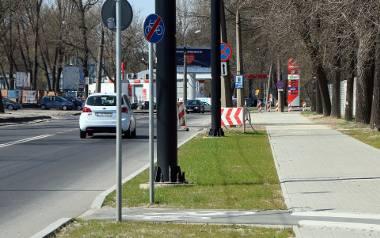 Rowerzyści oburzeni: Ratusz obiecał ścieżkę, a teraz buduje się tam zatoki parkingowe