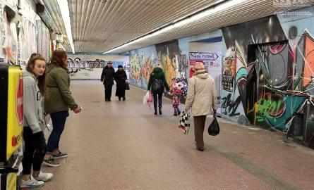 13 stycznia 1984 roku pierwsi przechodnie skorzystali z przejścia podziemnego pod aleją Wyzwolenia. Po ponad 30 latach ma ono zniknąć