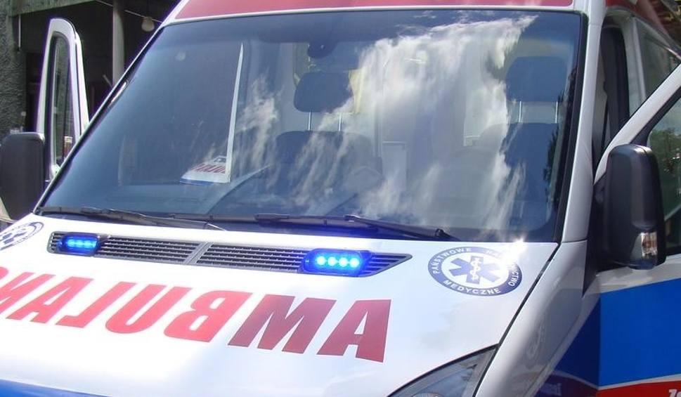Film do artykułu: Kęty. 80-latek wypadł z okna. Rannego mężczyznę pogotowie ratunkowego zabrało do szpitala