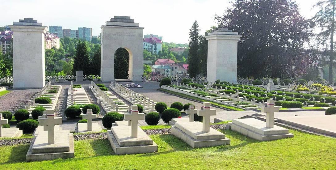 Polskie cmentarze na Kresach są dzisiaj świadkami historii