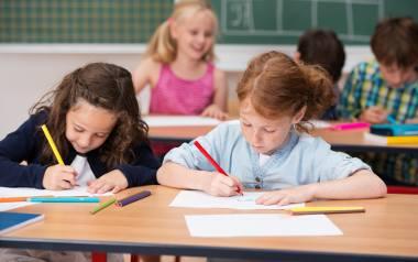 Wyprawka szkolna 300 plus w 2021 roku: uwaga rodzice. Zmieniają się terminy składania wniosków!