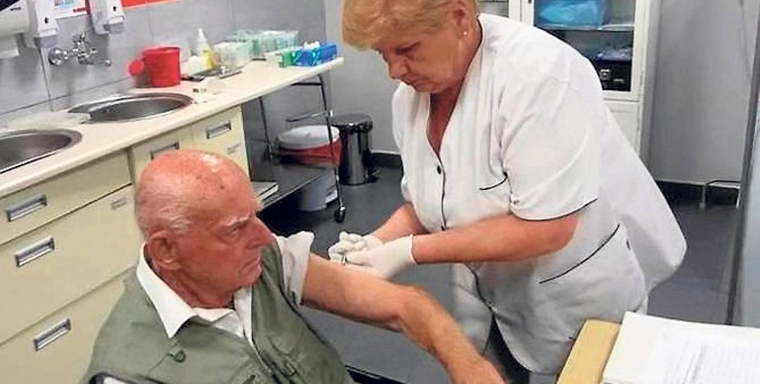 Seniorzy z Koszalina, którzy ukończyli 65 lat, po raz kolejny skorzystać mogą z darmowych szczepień.