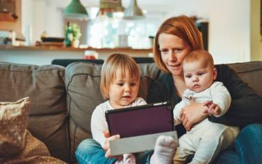 """""""Matczyna emerytura"""" z podpisem prezydenta. Będzie minimalna emerytura dla kobiet, które wychowały co najmniej 4 dzieci"""