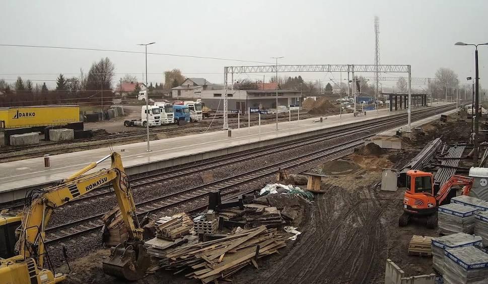 Film do artykułu: PKP. Budowa nowego peronu w Nałęczowie w dwie minuty ZOBACZ
