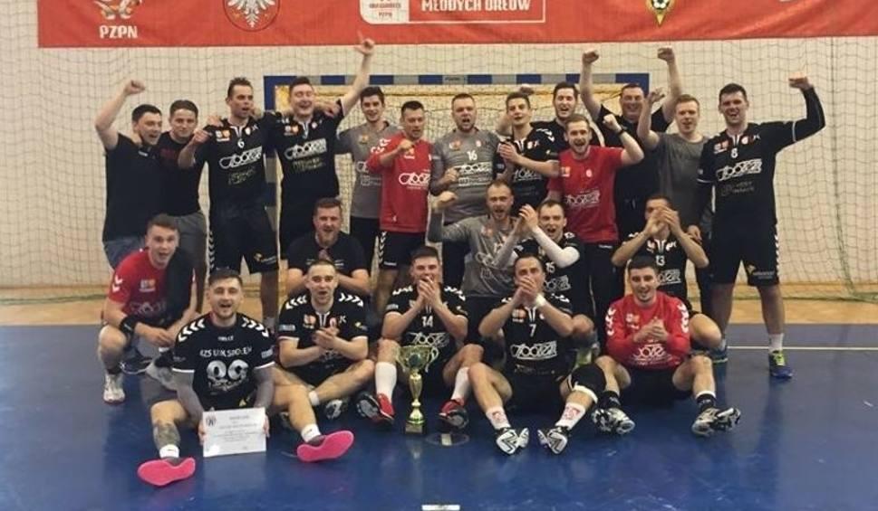 Film do artykułu: 2. liga piłkarzy ręcznych. AZS UJK Społem Kielce wygrał w Sandomierzu z Wisłą mecz o 1. ligę