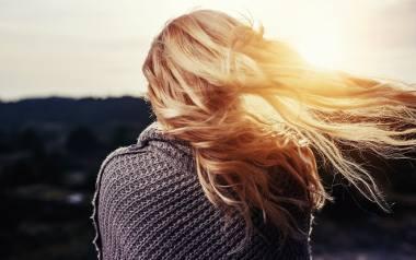 Stan naszych włosów jest w dużej mierze odzwierciedleniem tego, co dostarczamy do naszego organizmu wraz z posiłkami.