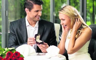 Powodzeniem cieszą się pierścionki  z małym lub większym brylancikiem