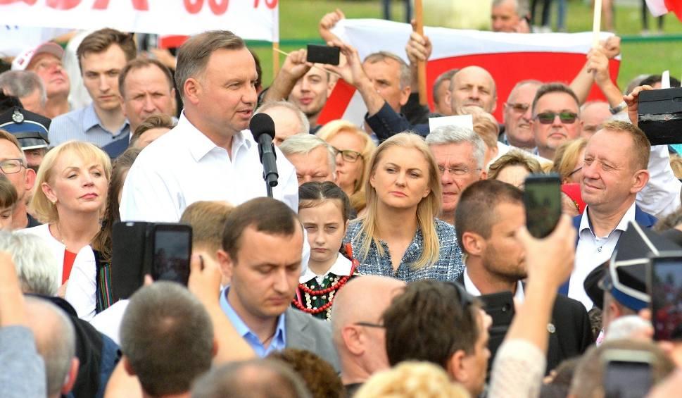 Film do artykułu: Prezydent Andrzej Duda odwiedził w poniedziałek mieszkańców gminy Odrzywół. Były tłumy!