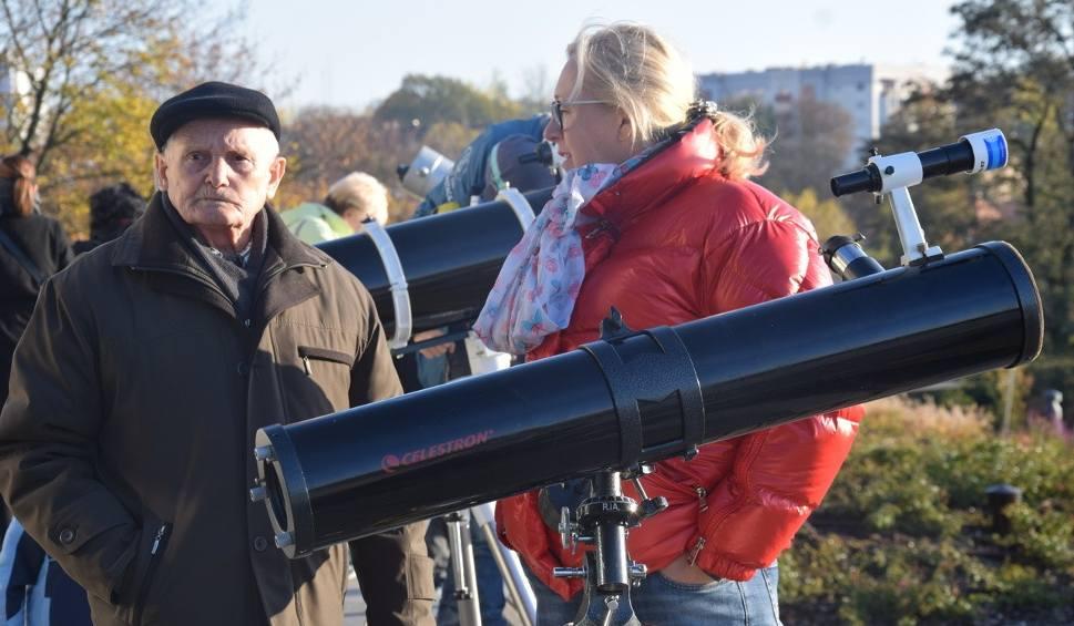 Film do artykułu: ZIELONA GÓRA. Mieszkańcy przyglądali się Merkuremu na Winnych Wzgórzach [ZDJĘCIA]