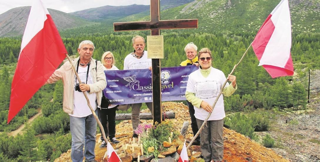 Udało się postawić, dzięki pomocy Rosjan, okazały krzyż na terenie dawnego łagru