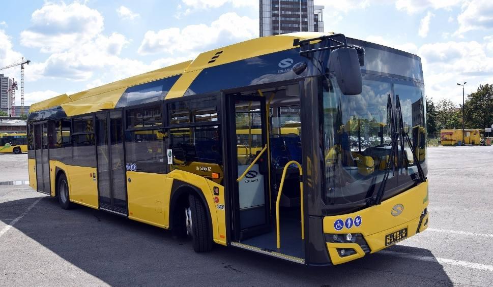 Film do artykułu: Katowice. Po śmierci 19-latki, na kierowców autobusów wylewa się fala hejtu. Interweniowała policja. Kierowcy przejdą specjalne szkolenia