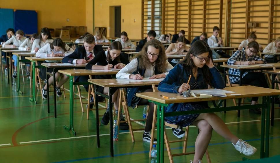 Film do artykułu: Egzamin gimnazjalny 2018 zakończony. Kiedy będą wyniki egzaminu? [DATA, TERMIN]
