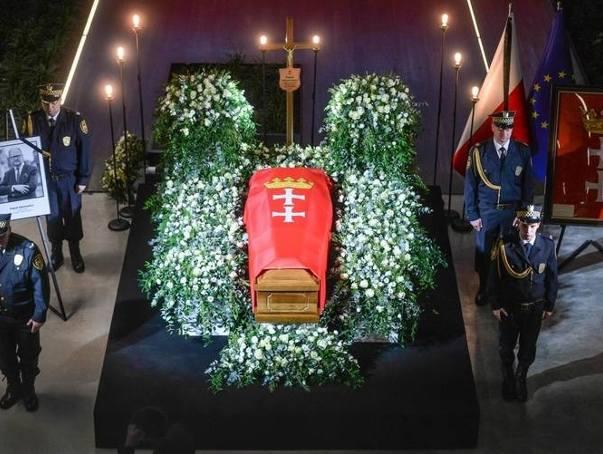 Pogrzeb prezydenta Gdańska, Pawła Adamowicza - mieszkańcy żegnają prezydenta w Europejskim Centrum Solidarności