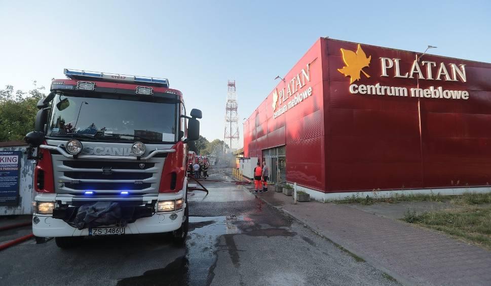 Film do artykułu: Pożar sklepu meblowego Platan w Szczecinie. Straty na kilkaset tysięcy złotych - 11.08.2020