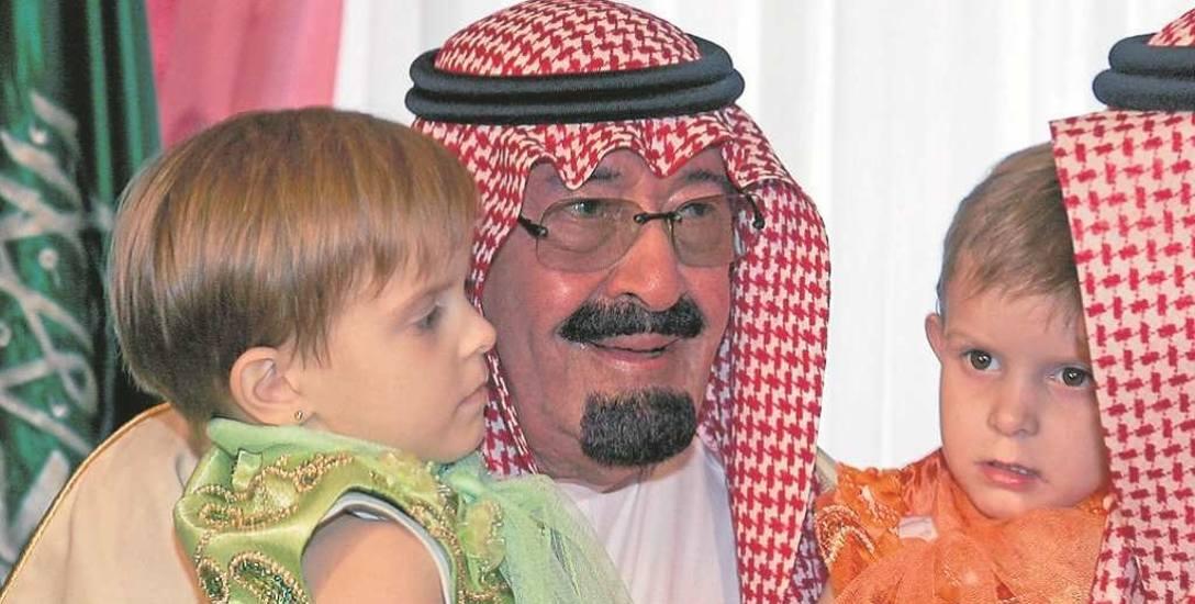 Zmarły w 2015 r. król Abdullah sfinansował operację dwóch polskich bliźniaczek syjamskich