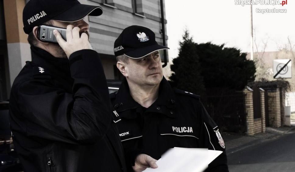 Film do artykułu: Myszków: policyjne patrole mają pełne ręce roboty, bo podczas epidemii nie brakuje chętnych do picia alkoholu na świeżym powietrzu