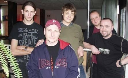 Gitarzyści basowi podążają za Wojciechem Pilichowskim gdzie tylko się  pojawia.