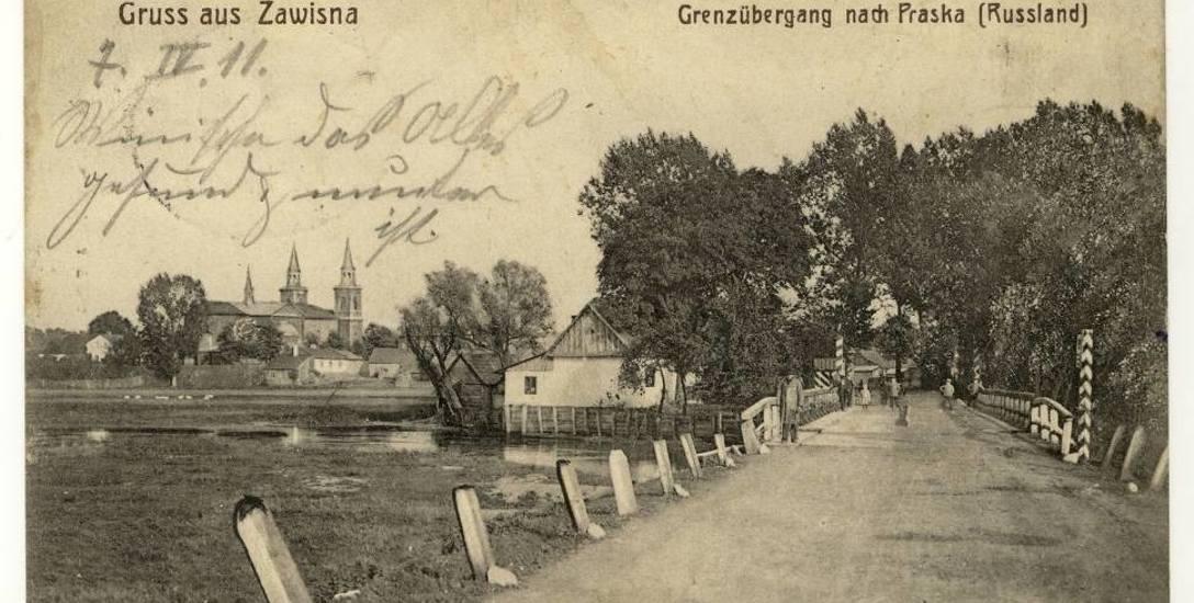 """Pocztówka z 1911 roku z podpisem """"Pozdrowienia z Zawisny. Przejście graniczne do Praszki (Rosja)"""