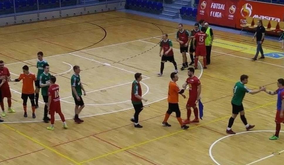 Film do artykułu: 1 liga futsalu. Porażka GKS Ekom Invex Remedies Nowiny w Tychach z GKS 4:8