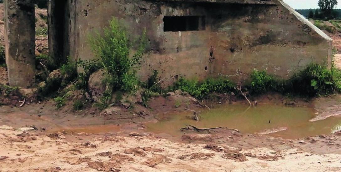 Betonowy bunkier stoi w pasie budowanej trasy ekspresowej S5. Trzeba go przesunąć o ponad 34 metry na wschód