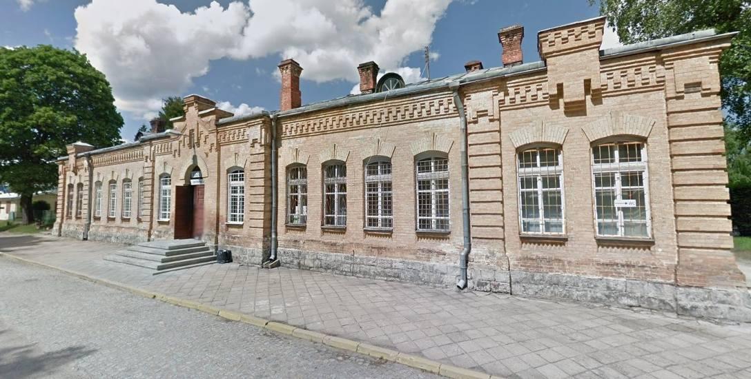 Augustów. Dworzec PKP ciągle czeka na remont. Władze miejskie muszą znaleźć pieniądze