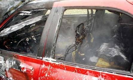 Ogień dotarł także do wnętrza pojazdu